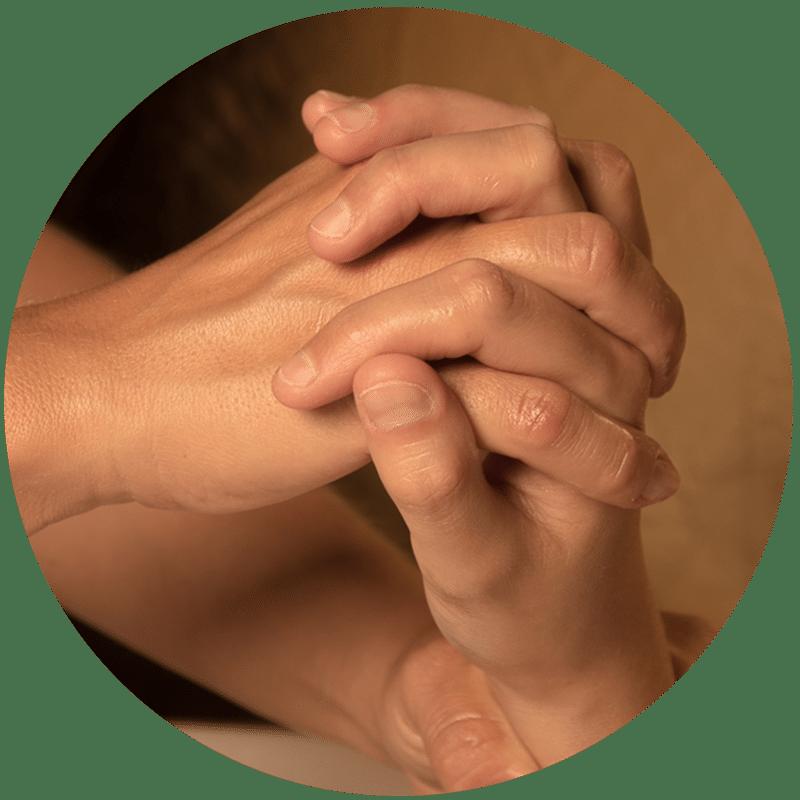 Massage pieds mains croisés de J'ananda, massages traditionnels ayurvédiques à Guénange
